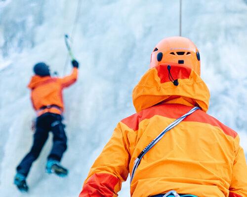 Cascade de glace au Val Montjoie avec Mathilde
